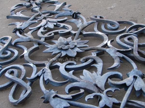 Художественная ковка металла. Кованые листья, юбки, хомуты. Самая маленькая деталь всего 15 мм. <br>Полностью кусковая сборка.