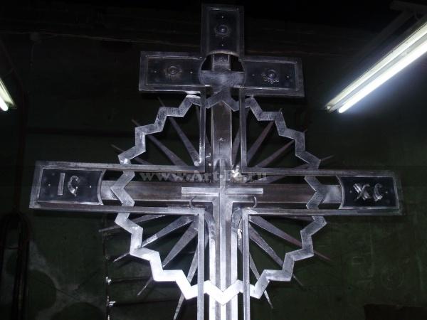 Кованый крест. Детальное фото2.