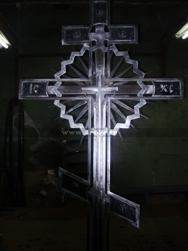Кованый крест. Детальное фото3.
