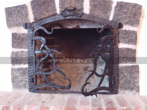 Кованая каминная решетка.