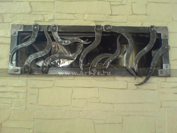 Кованая решетка на вентиляцию