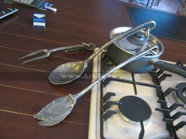 Дизайн кухни. Элементы декора. Кованые приборы.