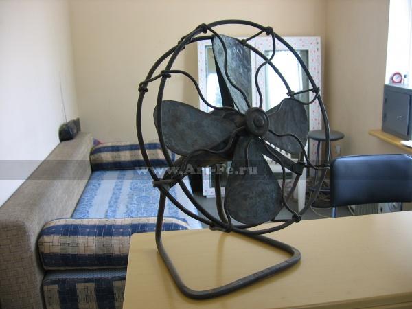 Кованый вентилятор, элемент мебели и декора, стилизация