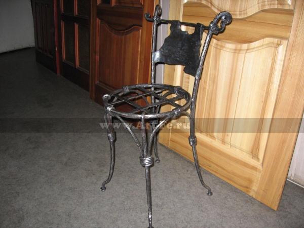 Кованая мебель, Полностью кованый стул выполнен в авторском стиле.