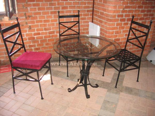 Кованая мебель. Столик и стулья. Музей янтаря. Фото ковки.