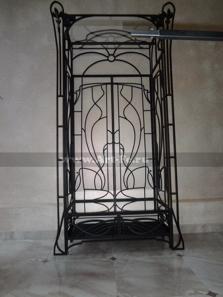 Торговая витрина. Кованая мебель фото.