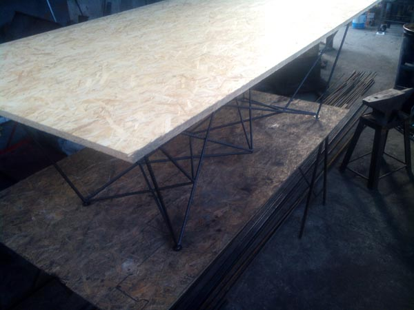 Обененный стол в стиле КОНСТРУКТИВИЗМ
