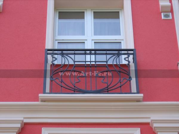 Кованый балкон гостиницы Москва