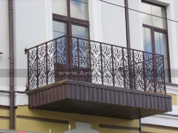 Кованый балкон. После реставрации.
