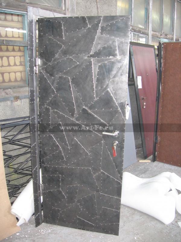 Стальная сейф дверь, клёпаная сталь с полировкой под лак