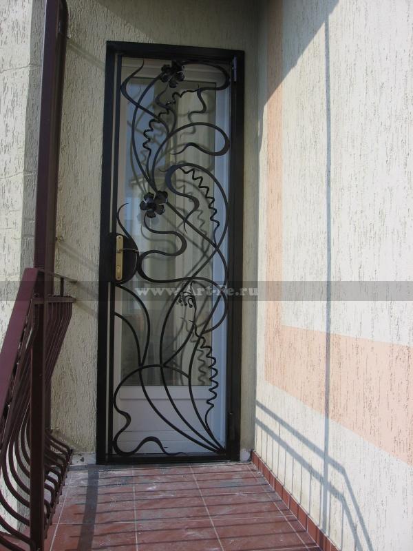 Решетчатая дверь, ажурный рисунок в стиле ФЛОРИСТИКА