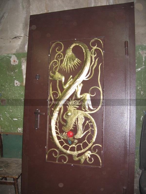Решетка на дверь. Художественная ковка. Фото ковки.