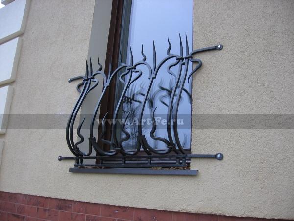 Кованая решетка на окно. Эскиз предоставлен заказчиком.