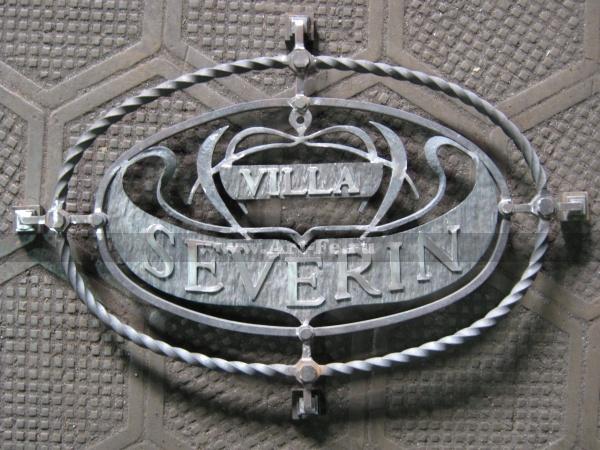Кованая вывеска и решетка на дверь виллы