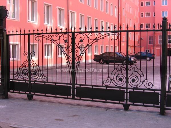 Откатные кованые ворота. Гостиница Москва
