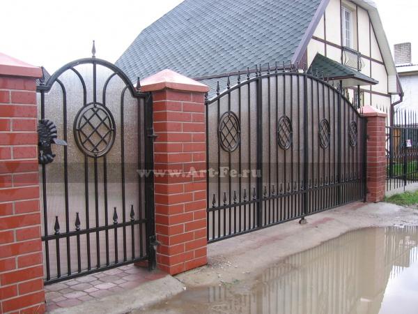 Секционные ворота, система книжка, защита пластиком.