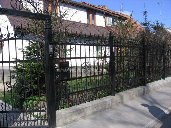 Опасный кованый забор