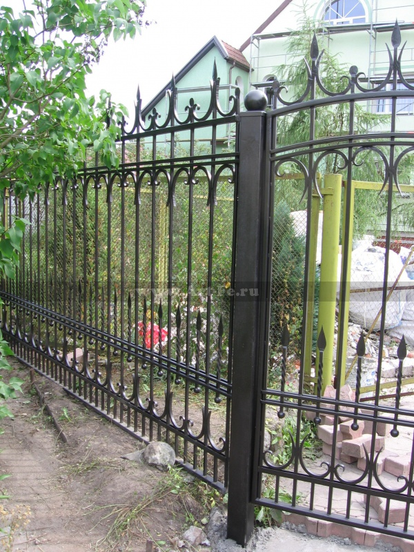 Простой кованый забор фото