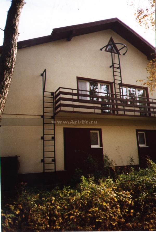 Лестница стационарная пожарная. Фото.