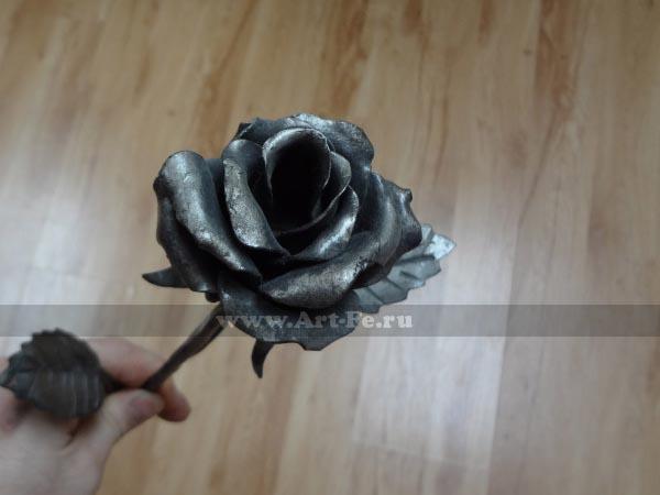 Кованая роза, подарок девушке на праздник 8 марта